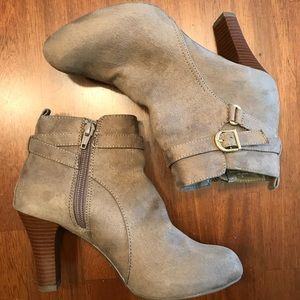 Taupe vegan suede booties